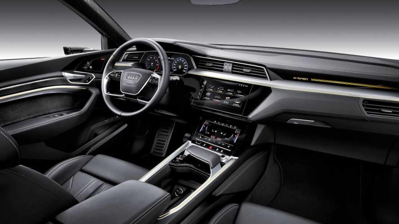 Audi e-tron, a bordo parli con Amazon Alexa
