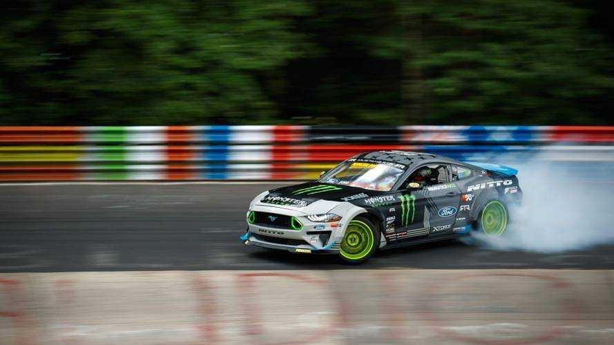 Este Ford Mustang RTR recorre Nürburgring-Nordschleife derrapando