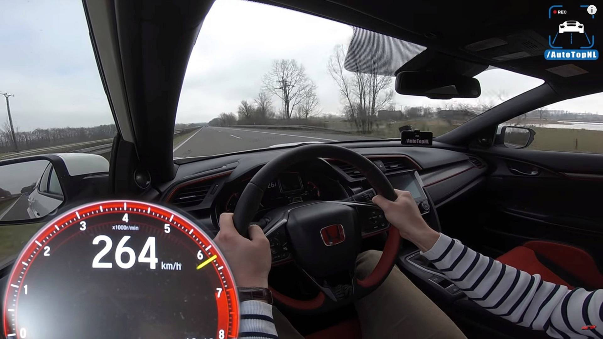 Civic Type R Attempts Top Speed Run, But Traffic Gets In The Way
