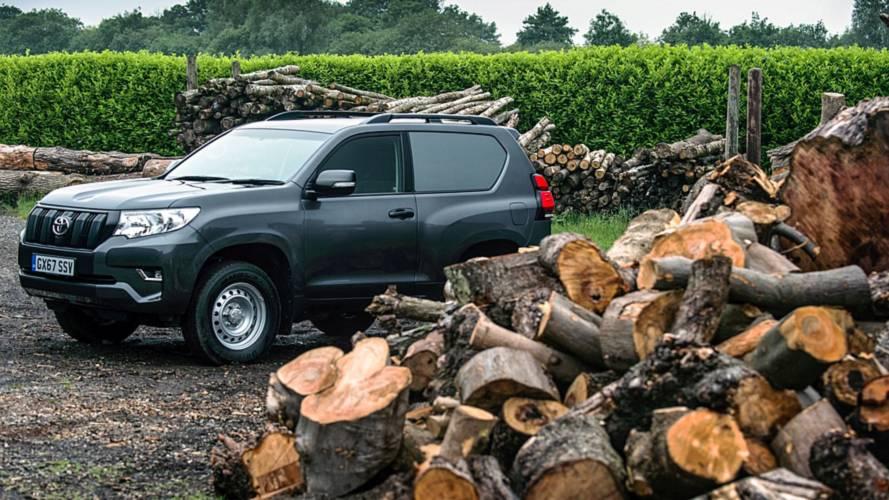 """Terepen sem akad el a szállító a Toyota Land Cruiser """"dobozos"""" változatával"""