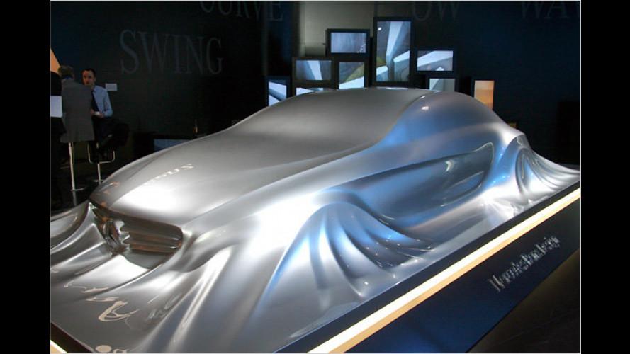 Ausblick auf den neuen CLS: Mercedes-Skultpur in Detroit