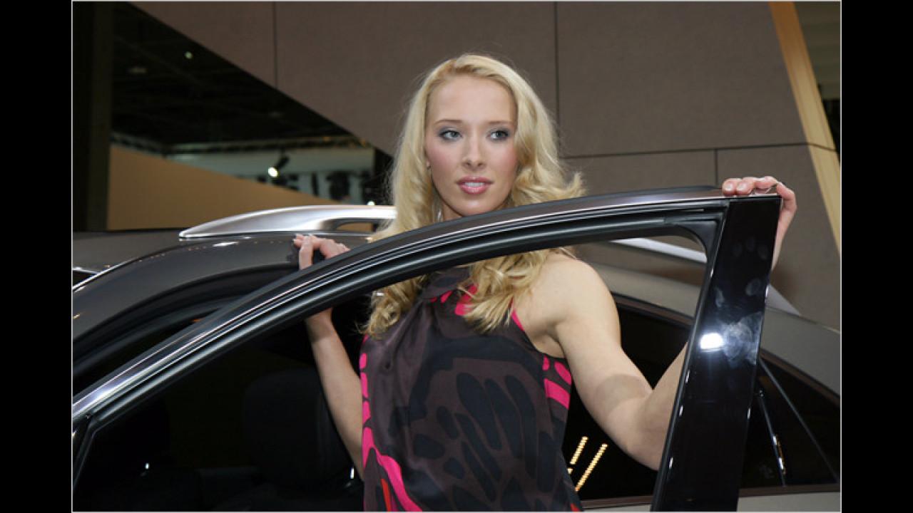 Manche Damen haben keine Angst vor großen Autos