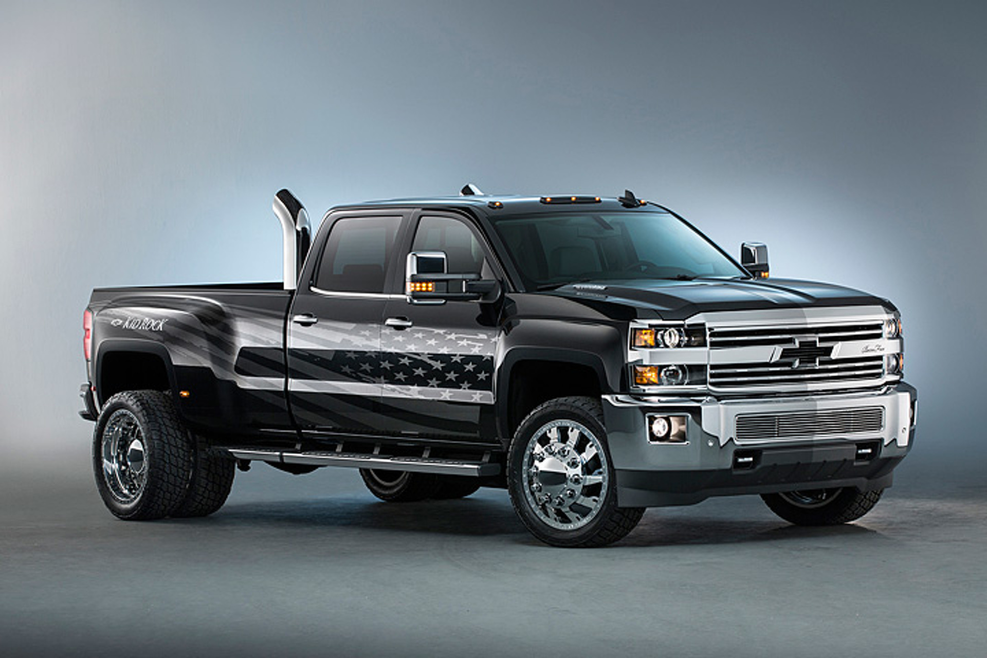 Custom Chevy Silverado >> Kid Rock S Custom Chevy Silverado Goes Big For U S Workers