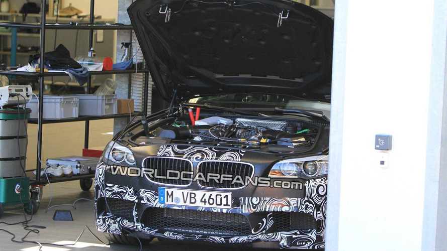 BMW M5 F10 spied lifting its lid