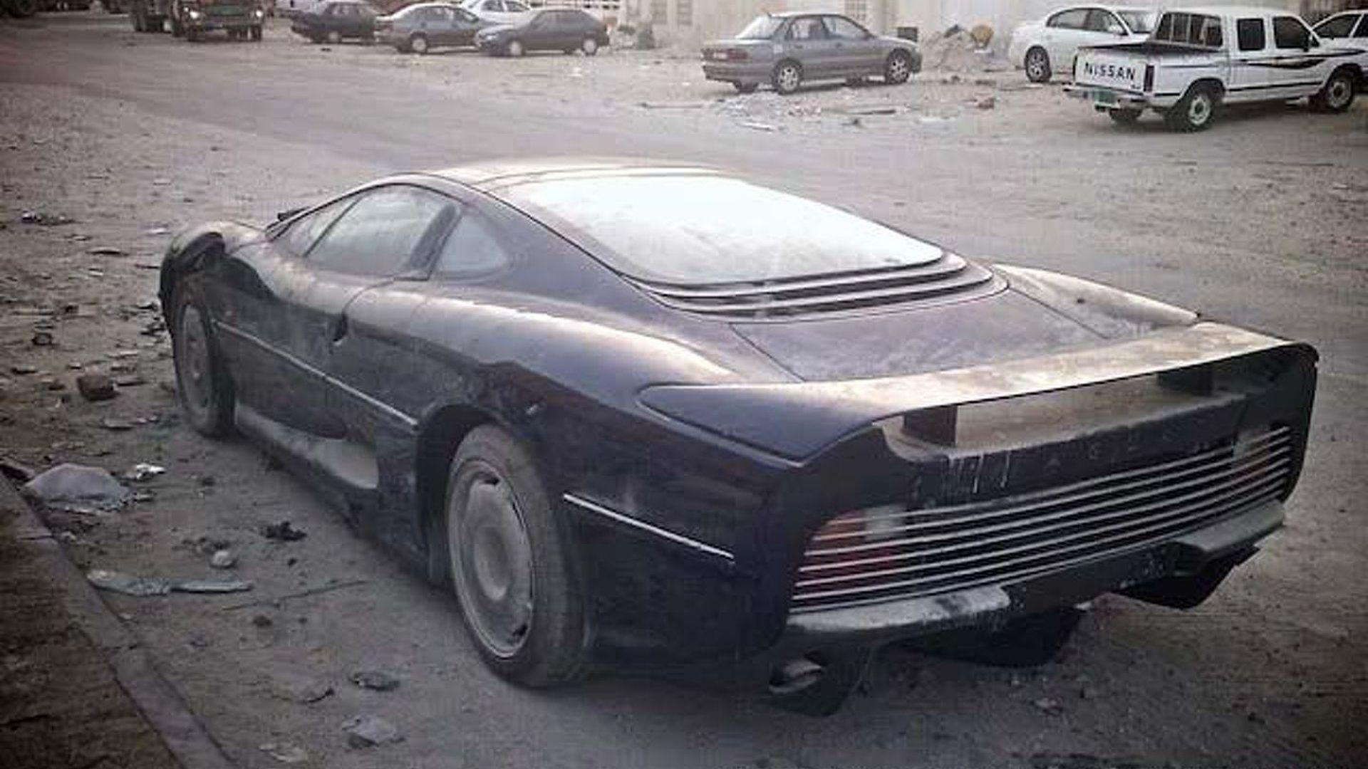 Jaguar Xj220 Left To Perish