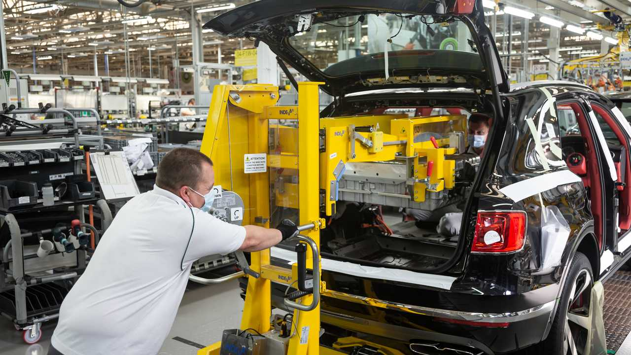 Bentley resumes production in Crewe