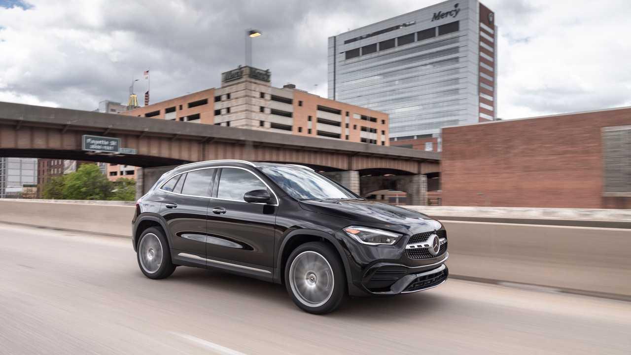 2021 Mercedes-Benz Gla-class frente quarto ação apertado