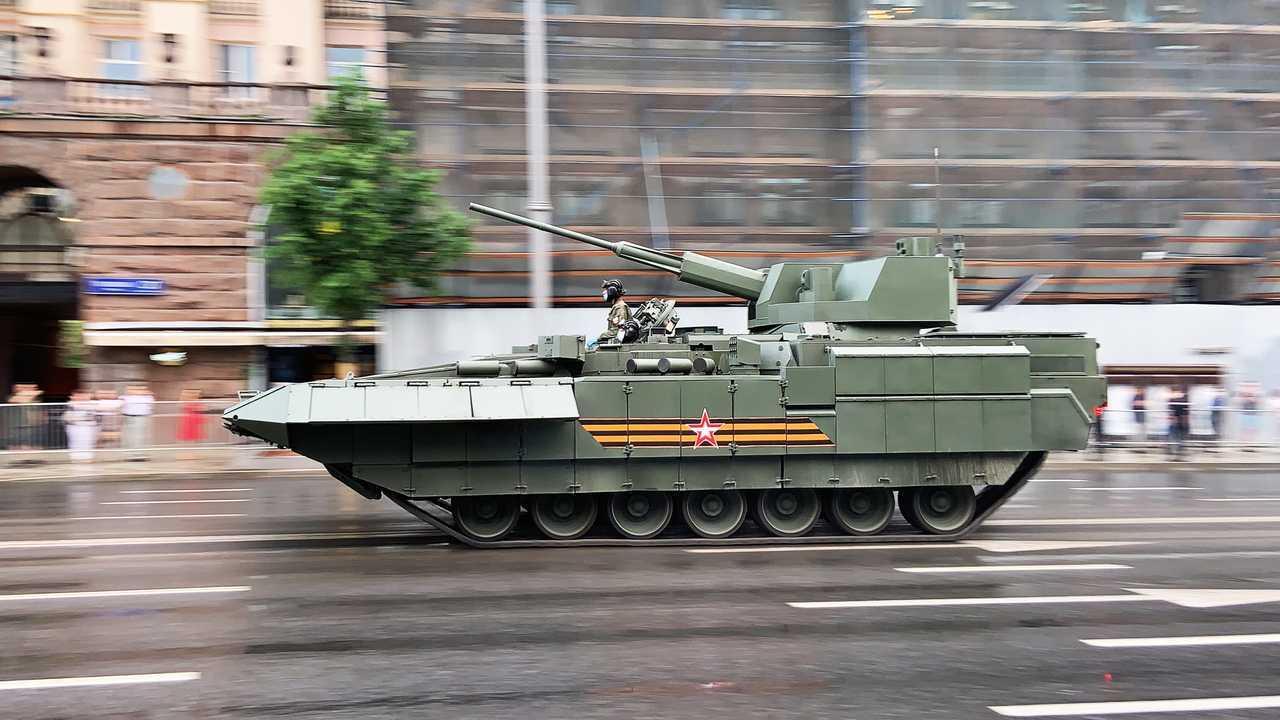 Т-15 с боевым модулем «Кинжал»