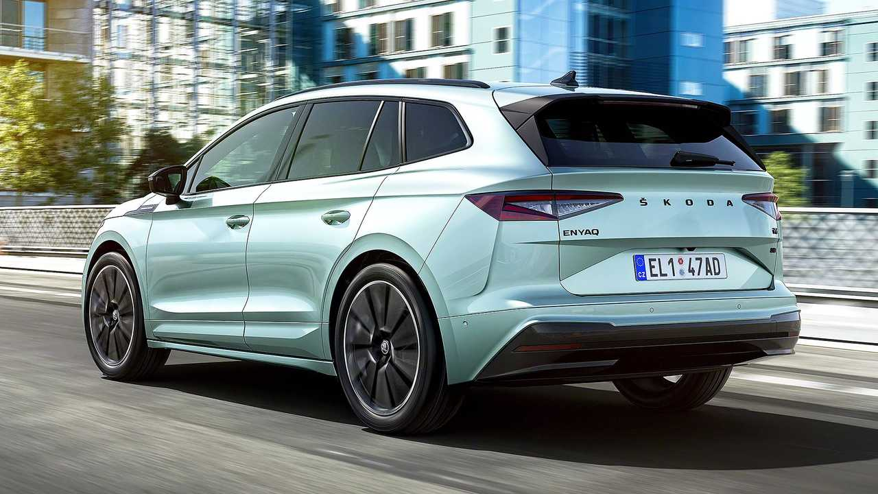 Skoda Enyaq iV Founders Edition - traseira movimento