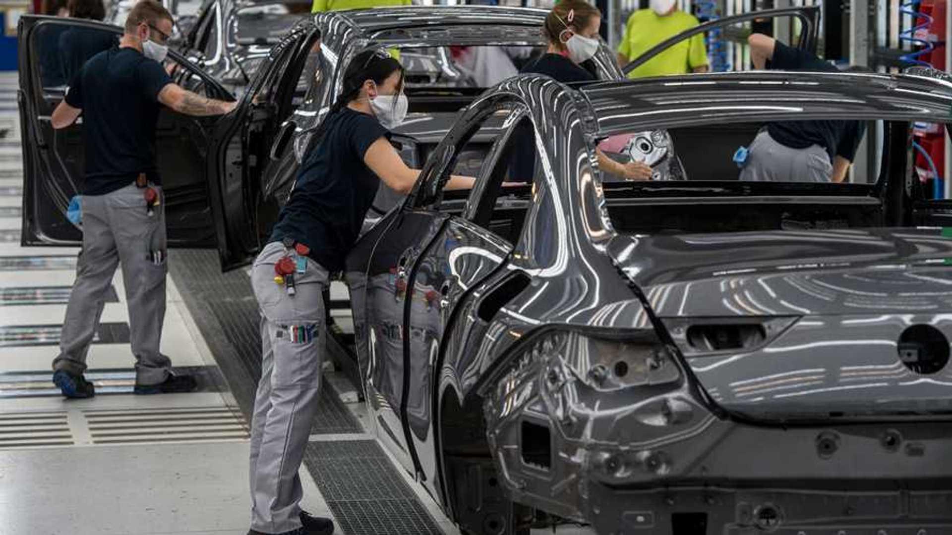 Fizetett szabadságként megkapják az augusztus 20-i hetet a kecskeméti Mercedes-gyár dolgozói