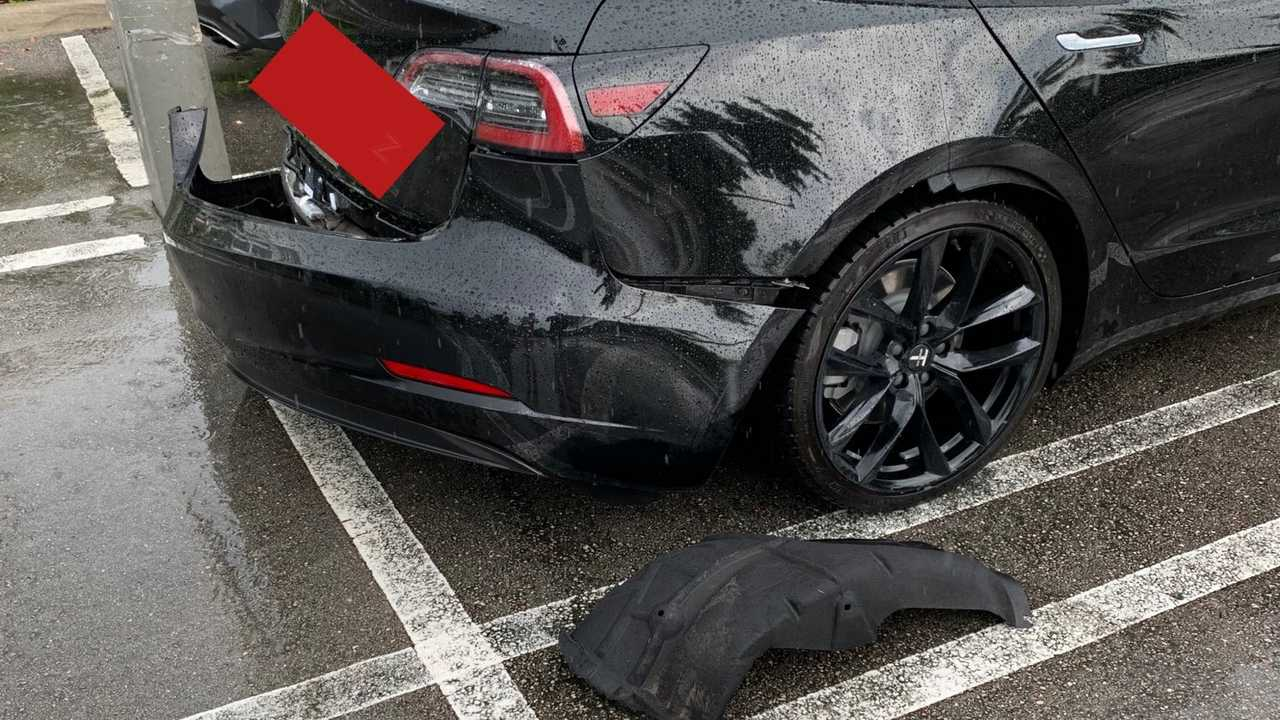 Tesla Modelo 3 perdendo o para-choque - 3