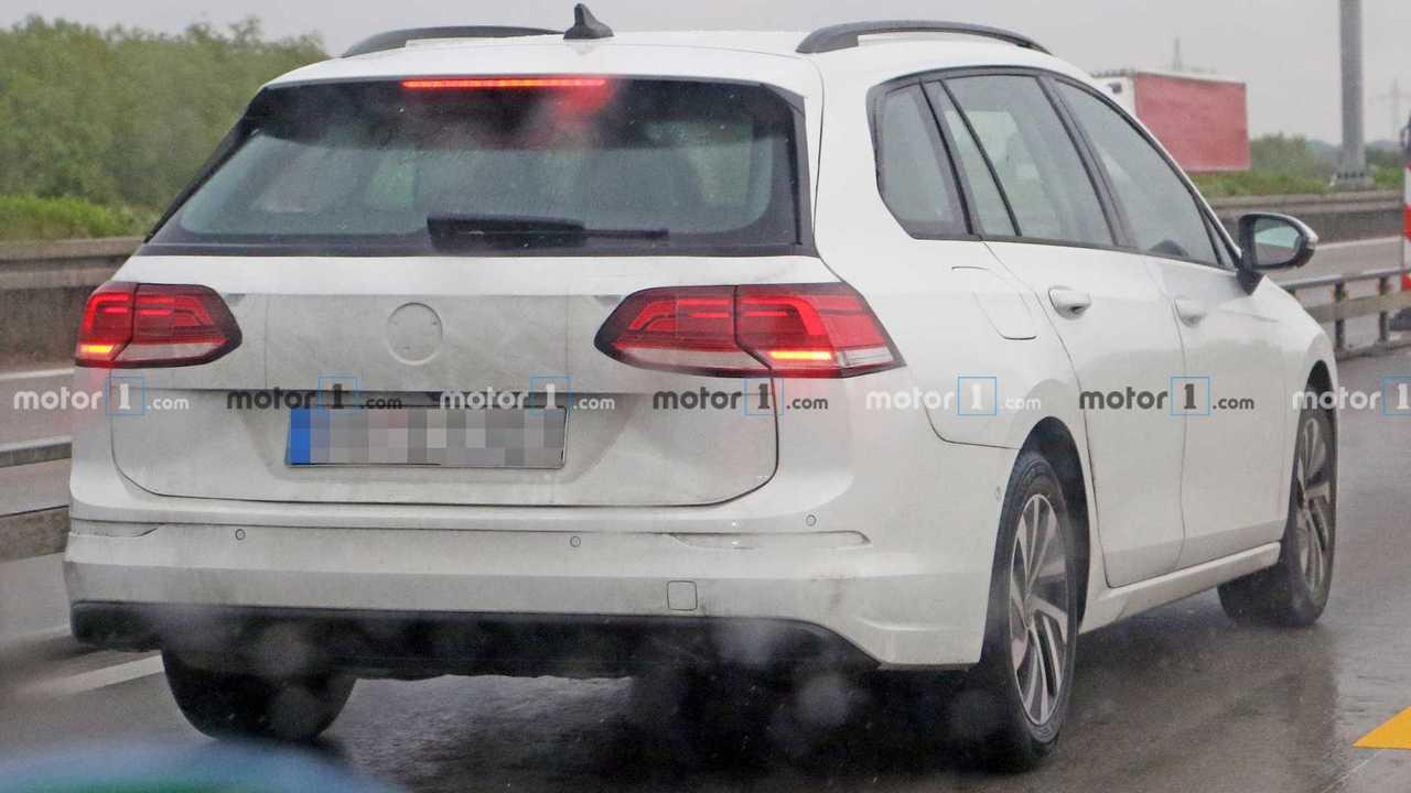 2021 VW Golf Variant spy photo