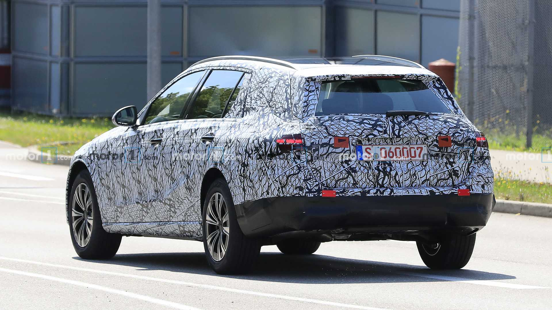 2021-mercedes-c-class-estate-spy-photo-r