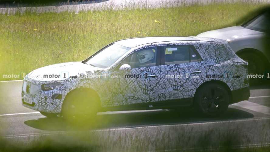 Yeni nesil Mercedes-Benz GLC, test esnasında görüntülendi