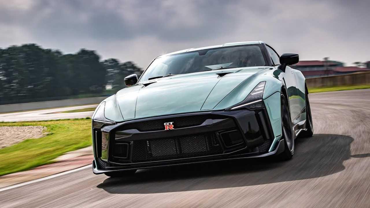Nissan GT-R50 Runde Italienische Rennstrecke Führung