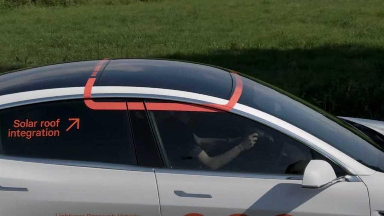 Tesla Model 3 con pannelli solari Lightyear