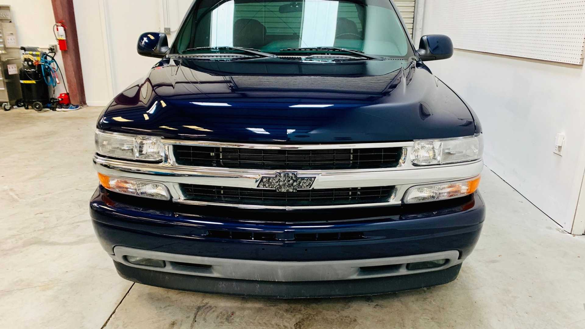 "[""Custom 2001 Chevrolet Silverado Is A Total Show-Off""]"