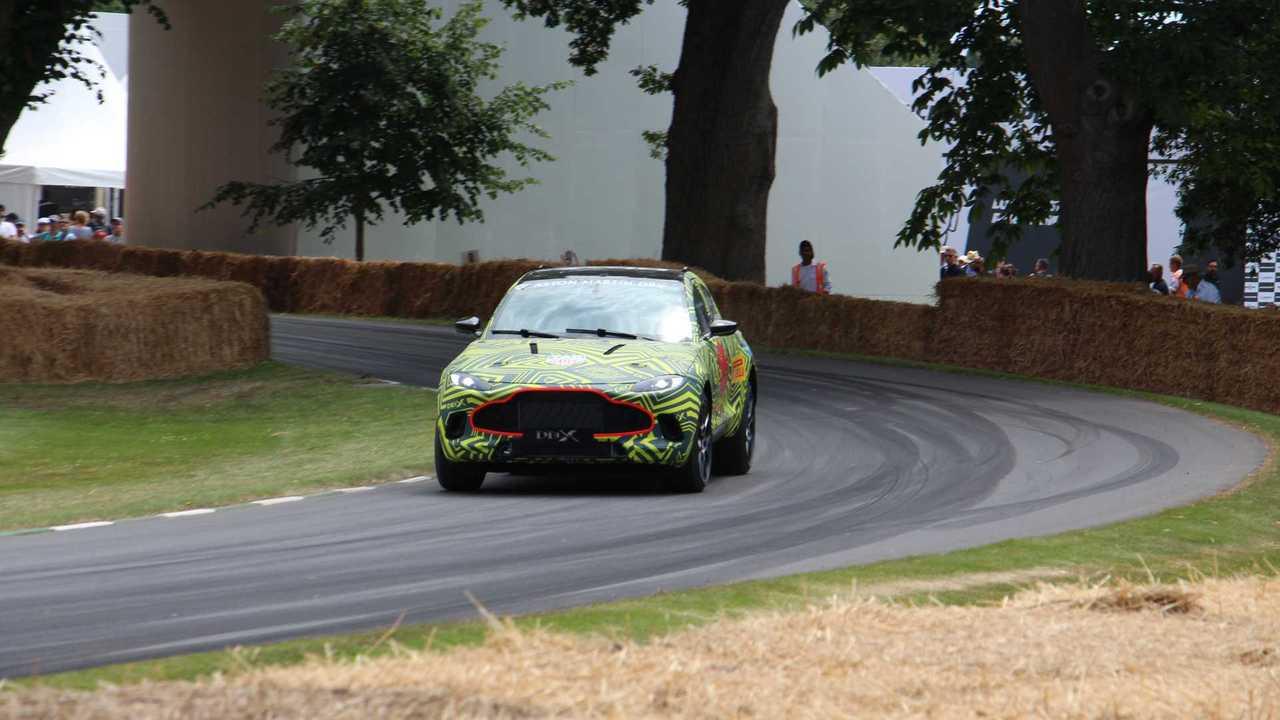 Aston Martin DBX prototípus a 2019-es Goodwood Fesztiválon