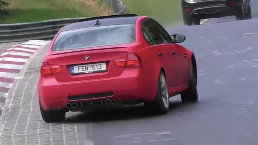 Vídeo: cruzadas antológicas en Nürburgring, con el asfalto mojado