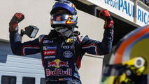 Carlos Sainz Jr / Official Facebook page