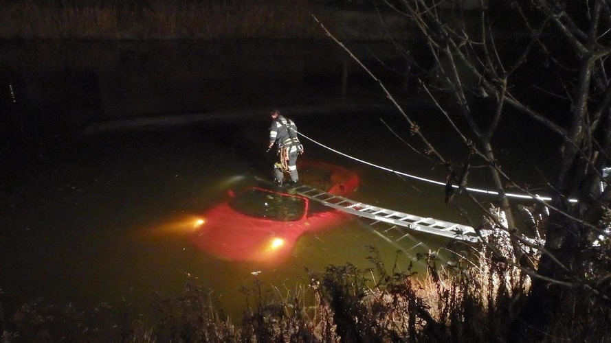 Red Ferrari F430 Spider crashed into lake in Austria