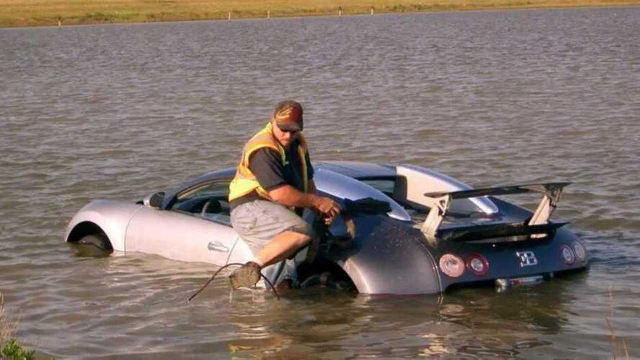 Bugatti Veyron en el lago