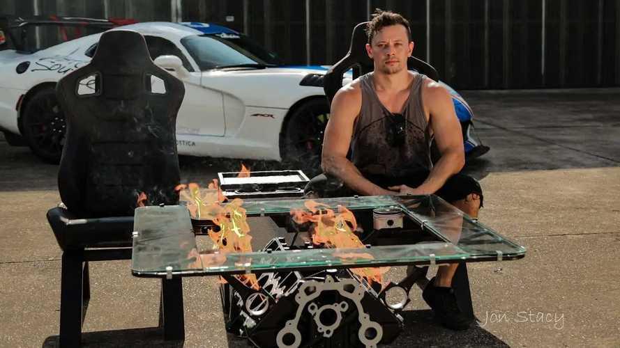 Огнедышащий стол из двигателя Dodge Viper