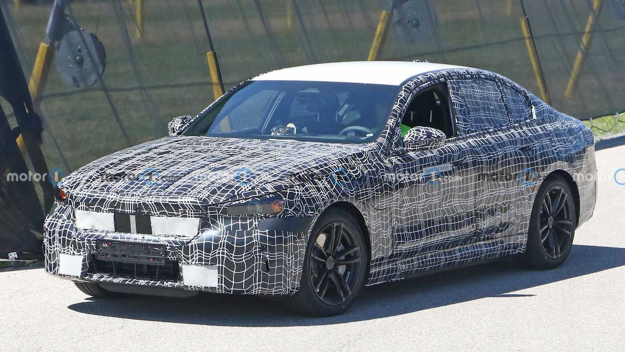 Nuova BMW Serie 5, le foto spia del modello in arrivo nel 2022
