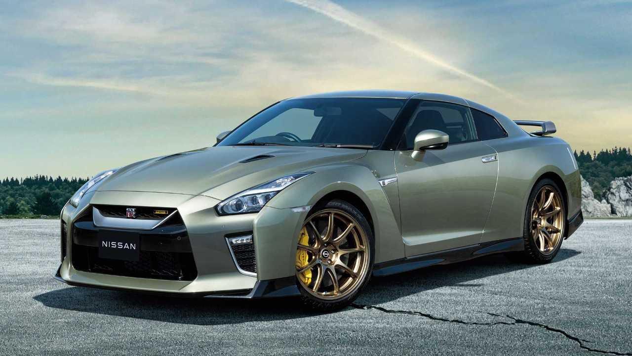 Nissan начал красить GT-R в исторические цвета