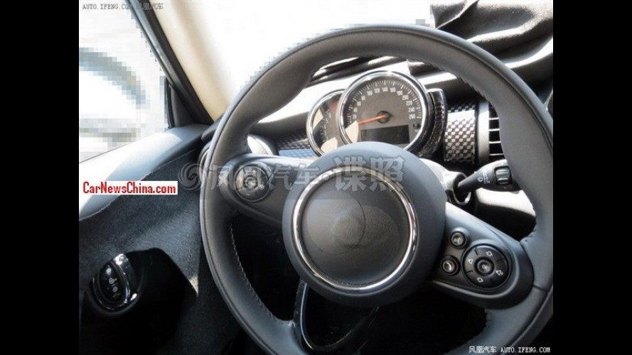 Flagra: interior do novo Mini Cooper completamente revelado na China