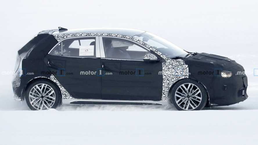 Kia Rio facelift spied cold winter testing