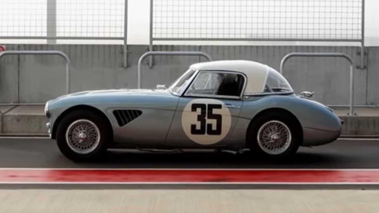 See A 1963 Austin-Healey 3000 MkII Sebring Stretch Its Legs