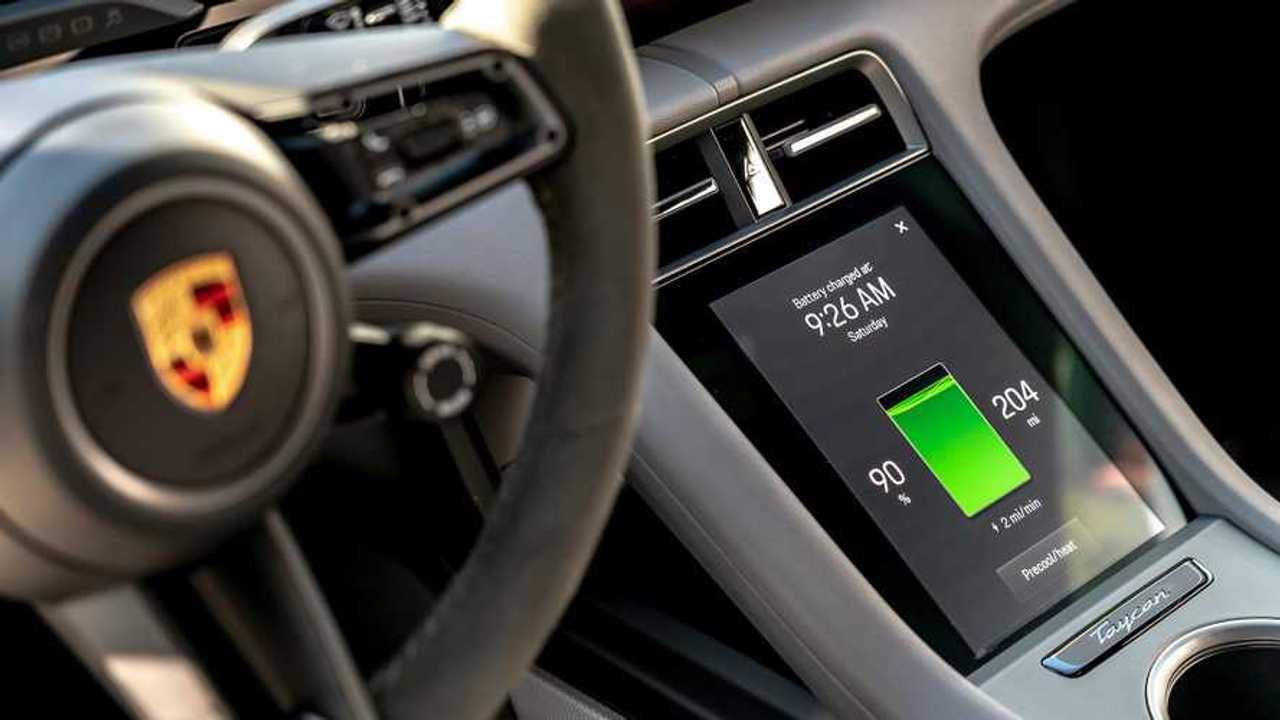 Porsche Taycan'ın iç mekanından bir görüntü
