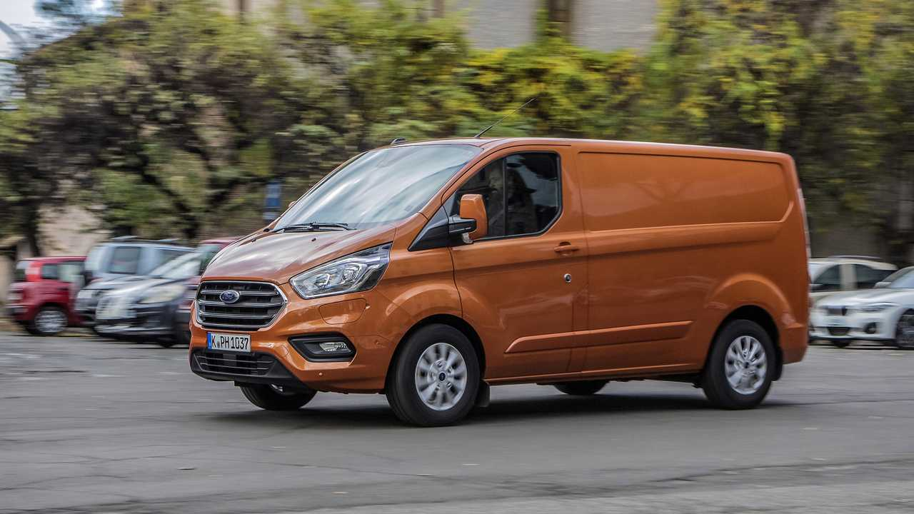 Ford Transit Custom PHEV, test drive a Roma