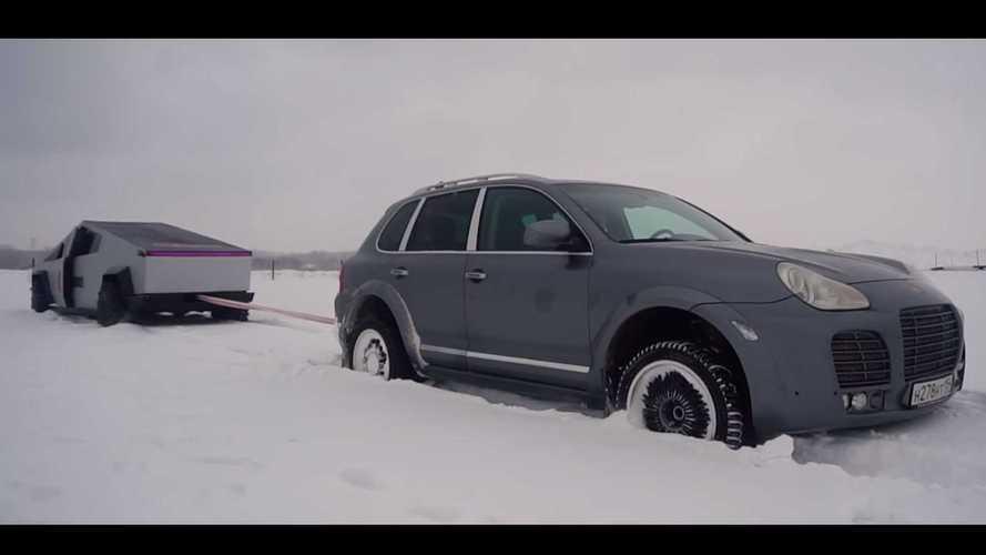 «Русский Кибертрак» сразился в снегу с Porsche Cayenne