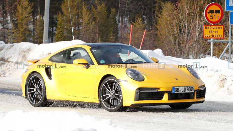 Yeni Porsche 911 Turbo S sarı renkle harika görünüyor