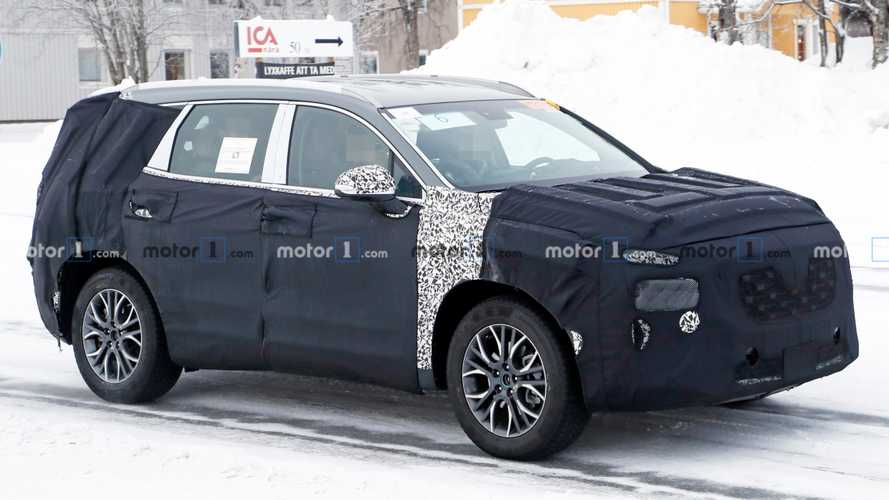 Hyundai Santa Fe Facelift Spied With Even More Camouflage