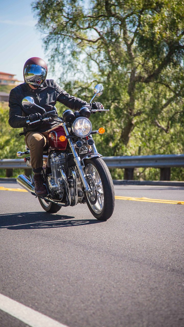 2015 Honda CB1100 Deluxe Review - The Modern Cafe