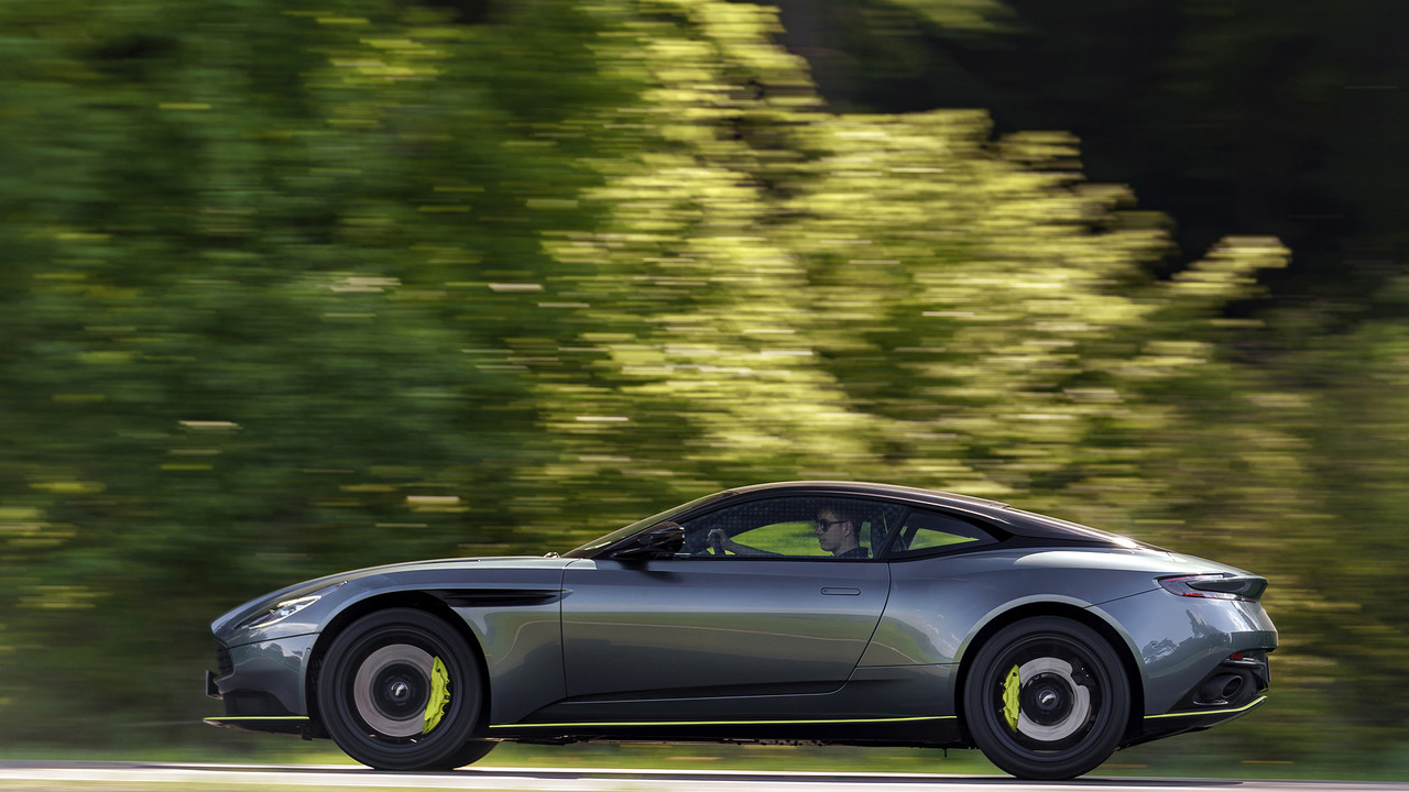 2019 Aston Martin DB11 AMR: İlk Sürüş