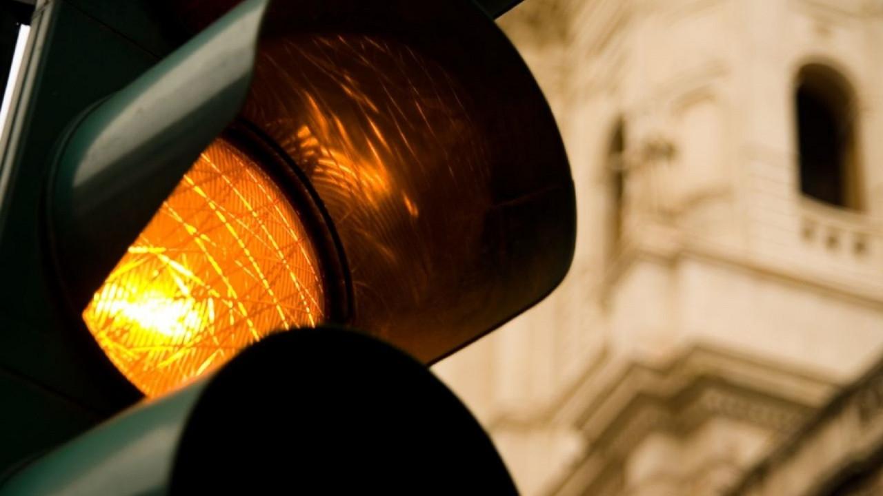 [Copertina] - Semaforo giallo troppo breve, niente multa