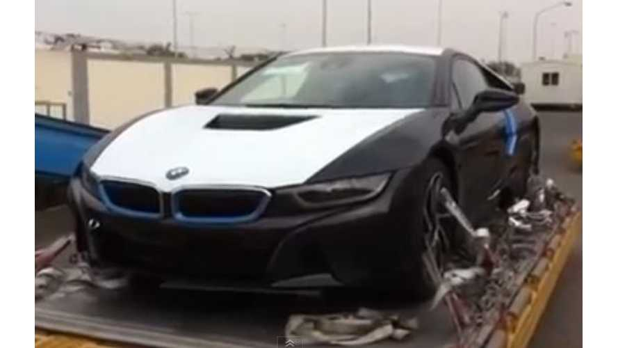 BMW i8 In...Kuwait?  - Video