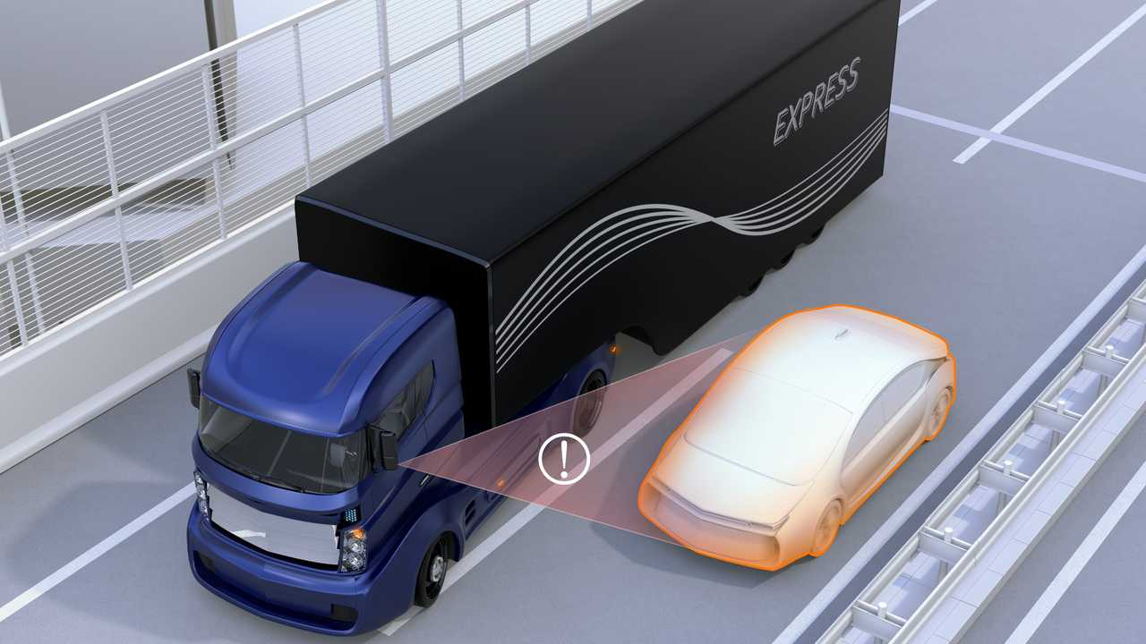 HGV assist system avoids car accident when changing lane