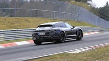 La Porsche Taycan Cross Turismo s'entraîne