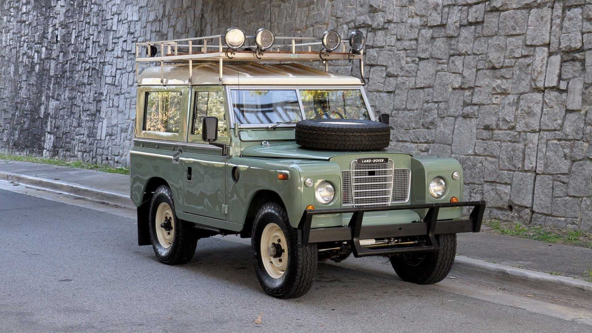 "[""1973 Land Rover Series III""]"