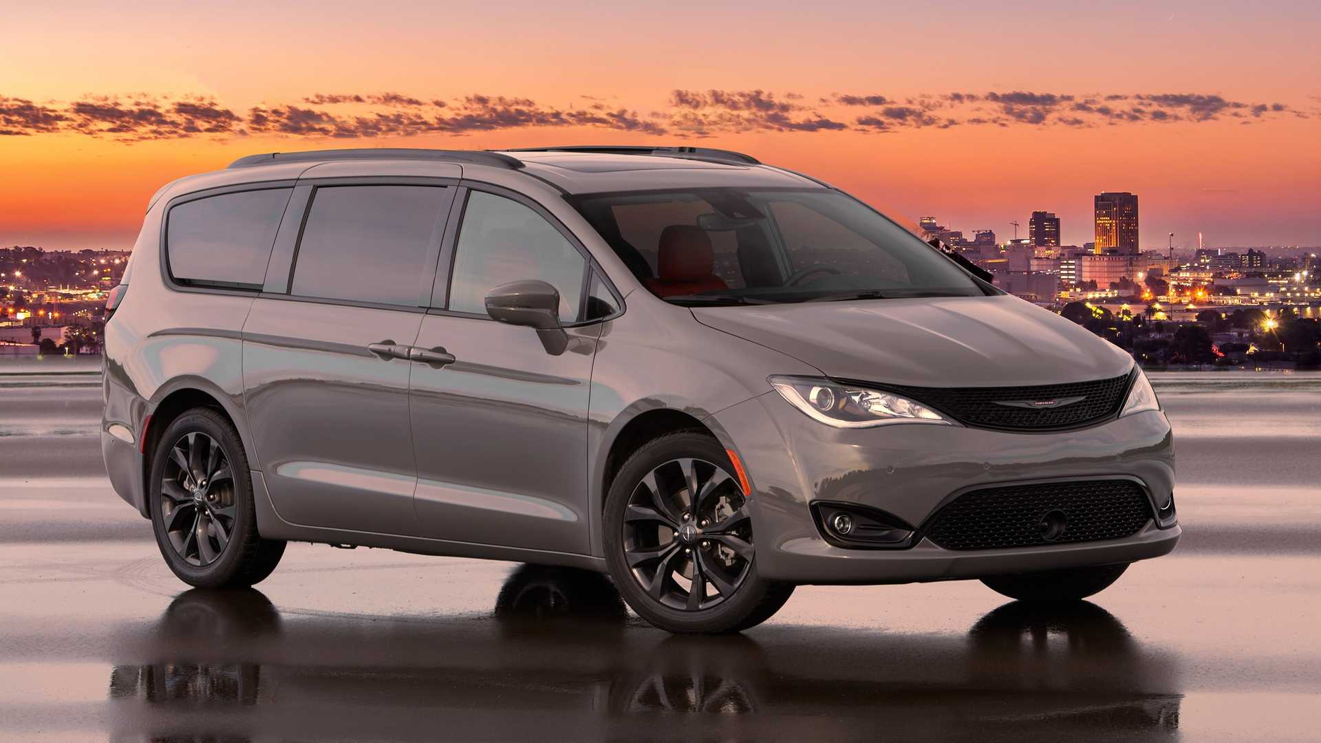 Best Minivans 2020.2020 Chrysler Pacifica Red S Edition Is A Colorful Minivan
