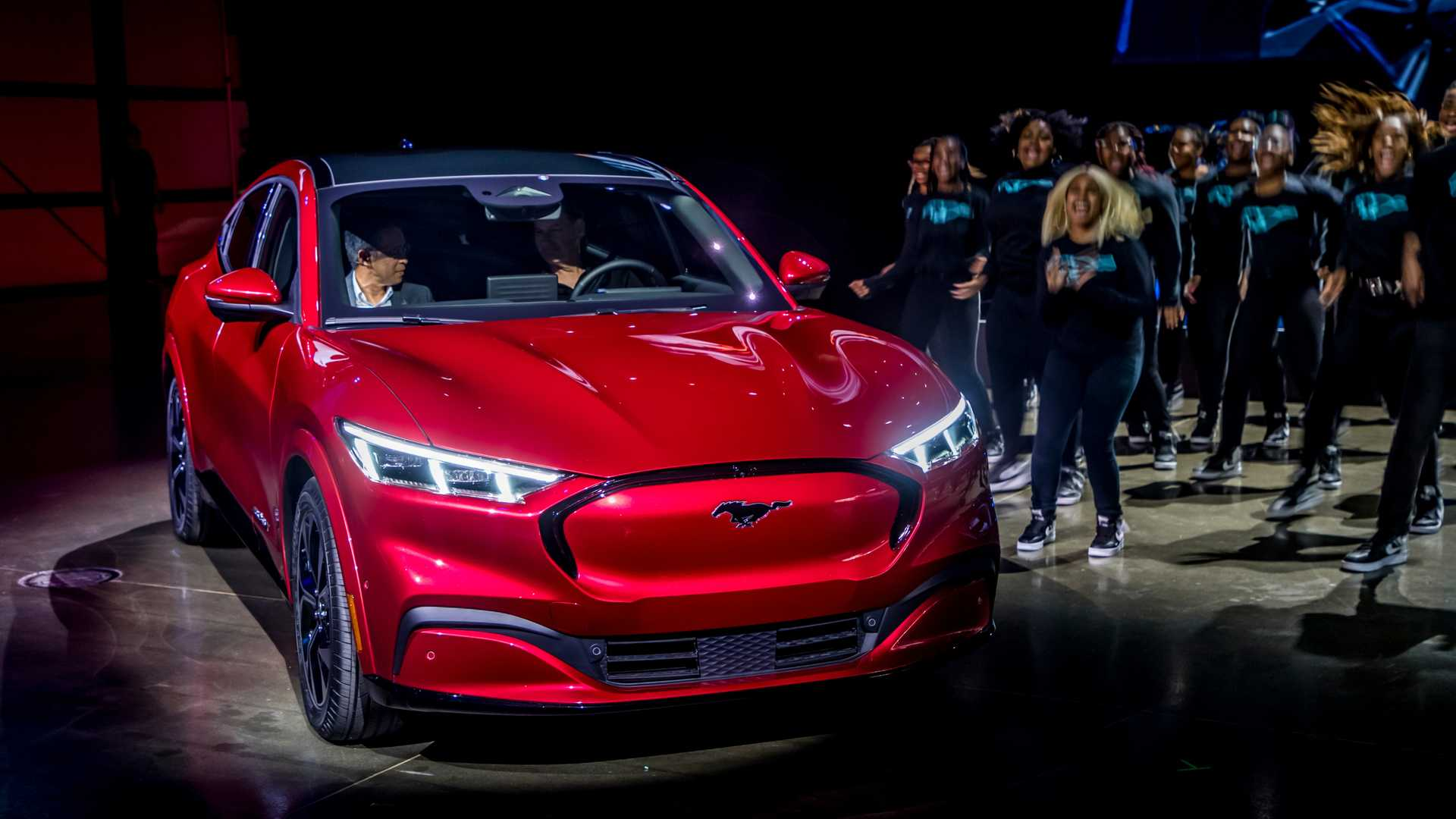 UPDATE: Ford Mustang Mach-E Electric CUV Debuts With Up To ...