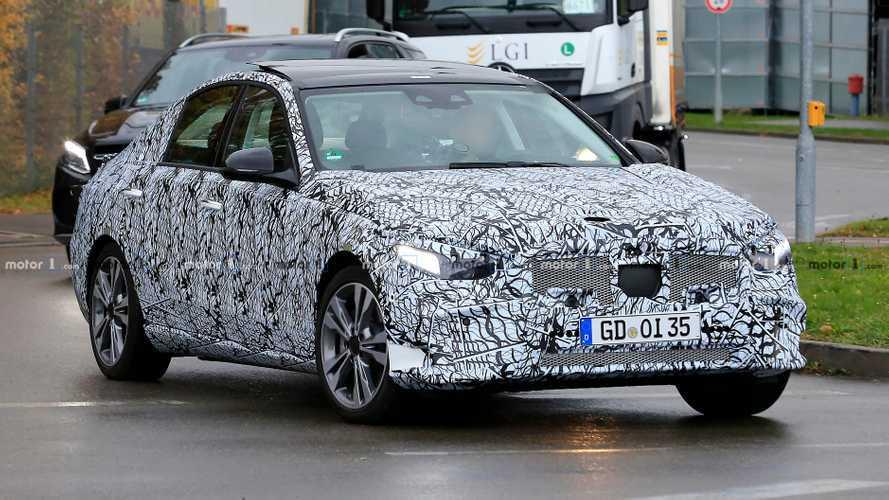 Yeni Mercedes-Benz C-Serisi ilk kez casus kameralara yakalandı