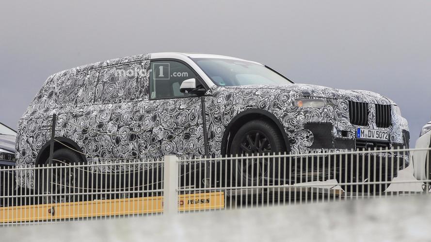 Flagra: grandalhão BMW X7 é pego pela primeira vez em carroceria de produção
