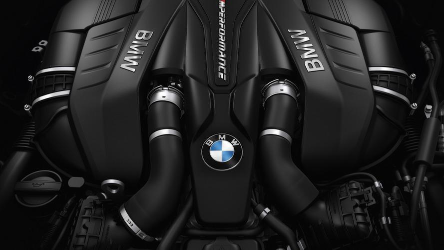 V8 motorlu BMW M550i xDrive'da motor sesi arttırma sistemi var