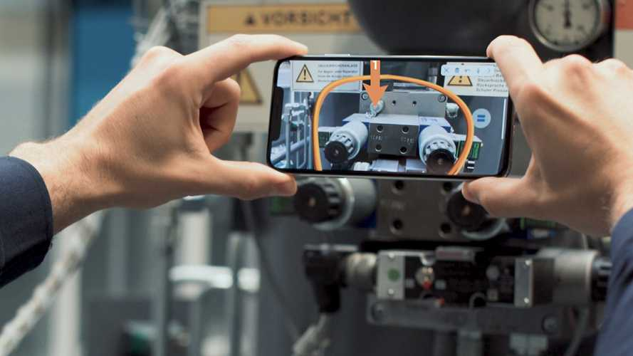 Mercedes hopes to gain edge from augmented reality push